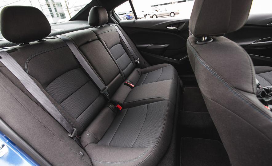 2016 Chevrolet Cruze LT - Slide 32