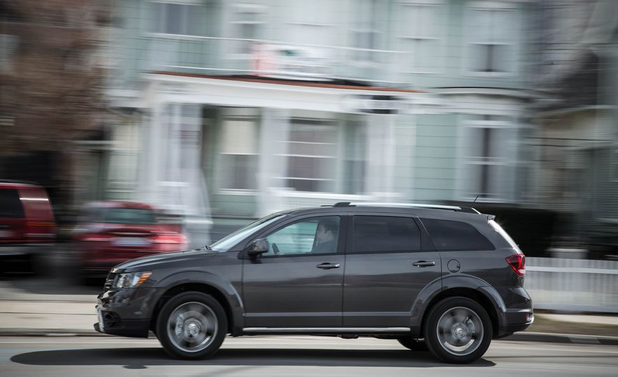 2016 Dodge Journey Crossroad Plus - Slide 3