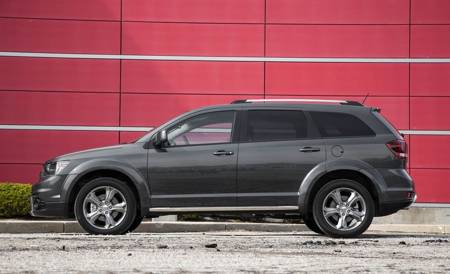 2016 Dodge Journey Crossroad Plus - Slide 11