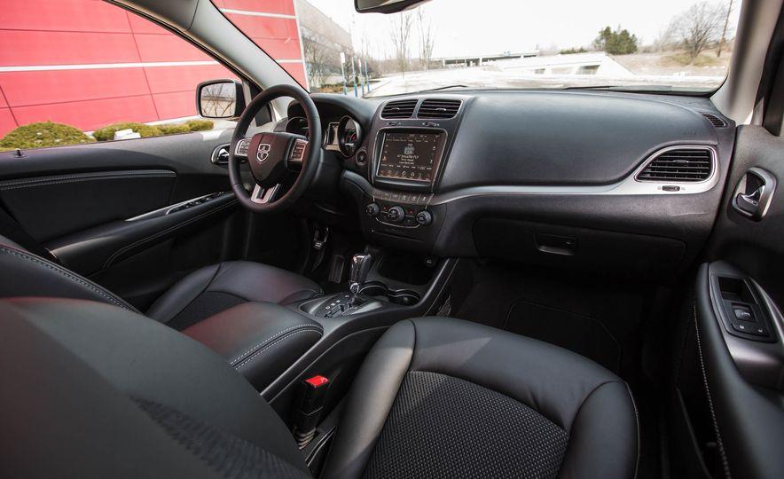 2016 Dodge Journey Crossroad Plus - Slide 25
