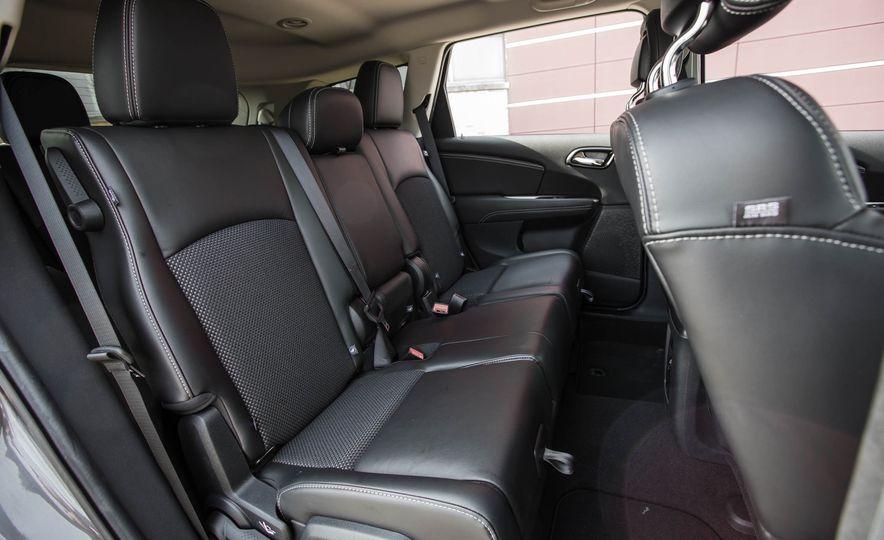 2016 Dodge Journey Crossroad Plus - Slide 30