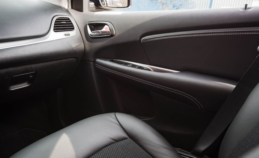 2016 Dodge Journey Crossroad Plus - Slide 34