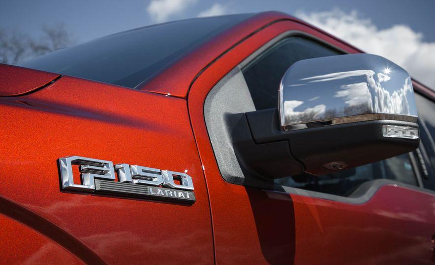2016 Ford F-150 SuperCrew 4x4 - Slide 17