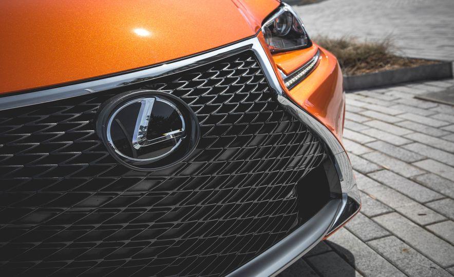 2016 Lexus RC200t F Sport - Slide 20