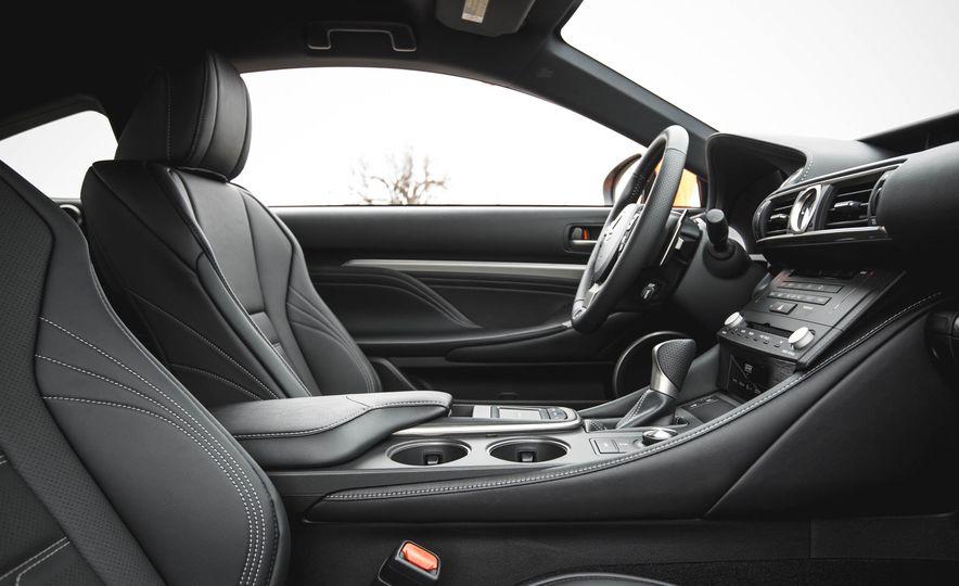 2016 Lexus RC200t F Sport - Slide 32