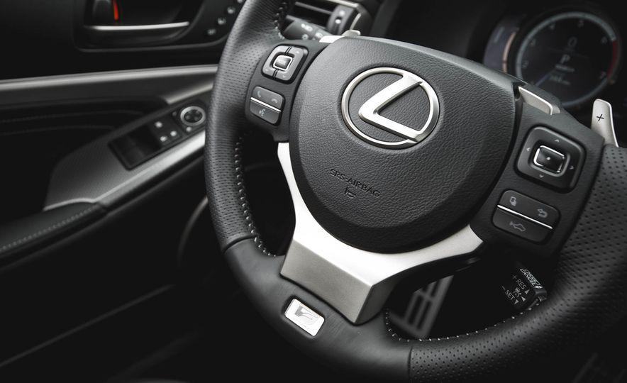 2016 Lexus RC200t F Sport - Slide 37
