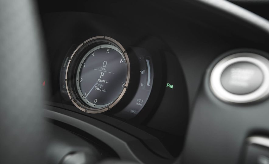 2016 Lexus RC200t F Sport - Slide 39