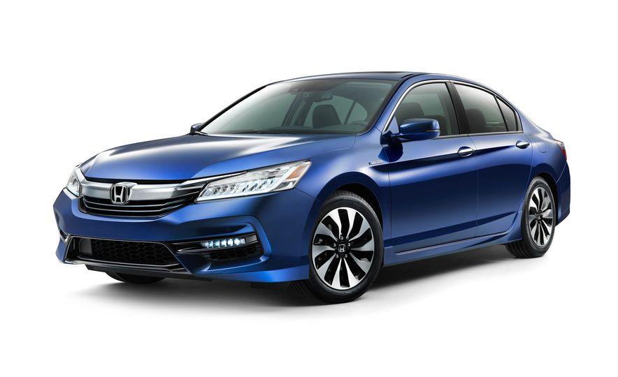 2017 Honda Accord hybrid - Slide 1