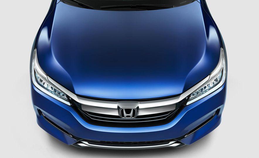 2017 Honda Accord hybrid - Slide 3