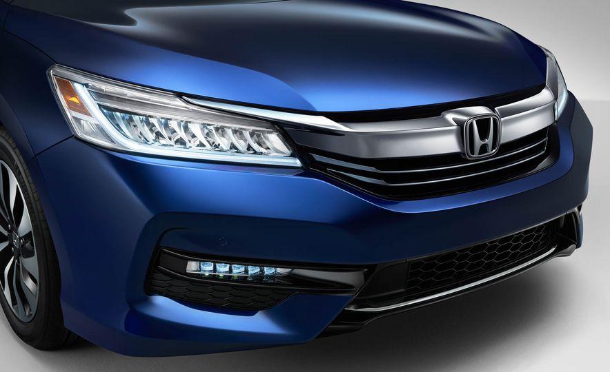 2017 Honda Accord hybrid - Slide 4
