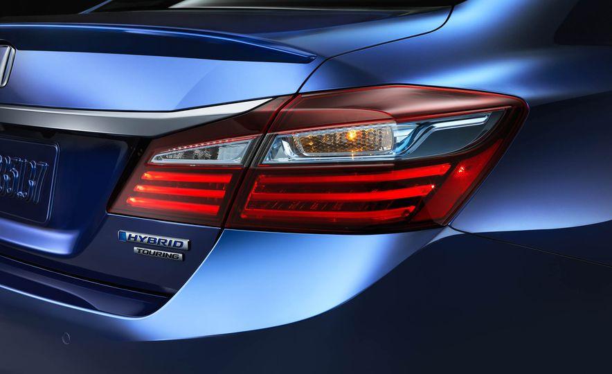 2017 Honda Accord hybrid - Slide 6