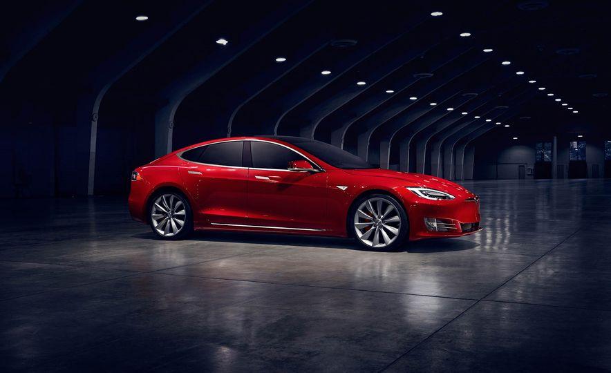 2017 Tesla Model S P90D - Slide 2