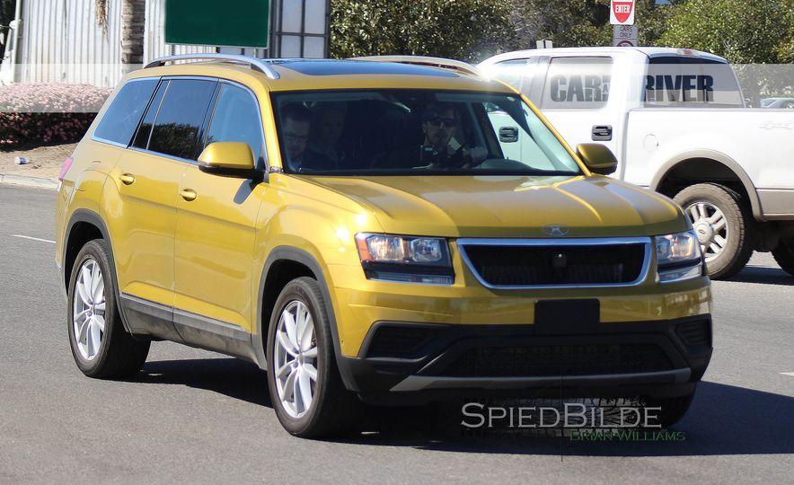 2018 Volkswagen three-row crossover (spy photo) - Slide 1