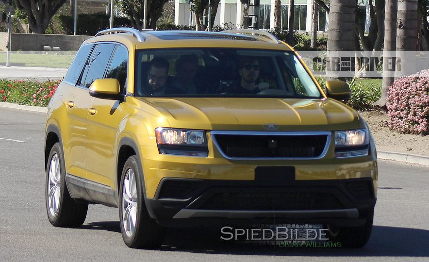 2018 Volkswagen three-row crossover (spy photo) - Slide 2