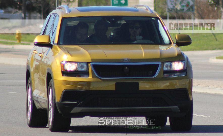 2018 Volkswagen three-row crossover (spy photo) - Slide 3