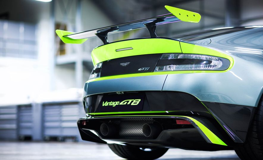 Aston Martin Vantage GT8 and Aston Martin Vantage race car - Slide 10