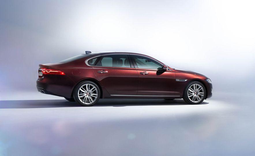 Jaguar XFL (Chinese spec) - Slide 3