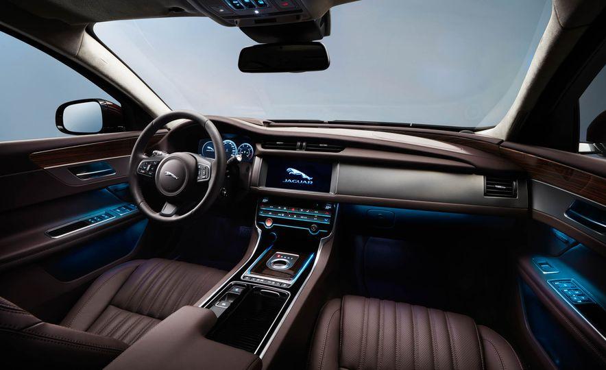 Jaguar XFL (Chinese spec) - Slide 8