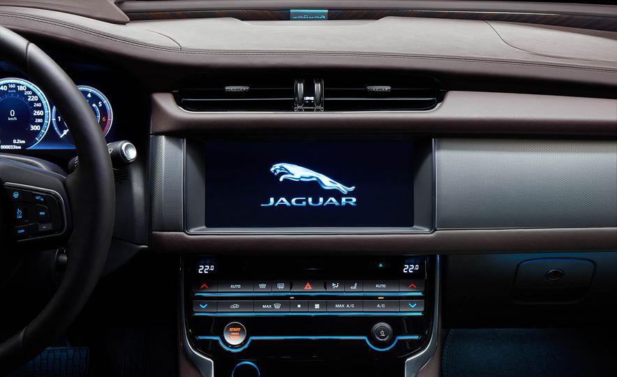 Jaguar XFL (Chinese spec) - Slide 9