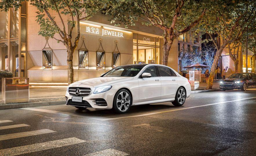 Mercedes-Benz E320L 4MATIC (Chinese spec) - Slide 1