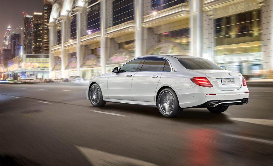 Mercedes-Benz E320L 4MATIC (Chinese spec) - Slide 2