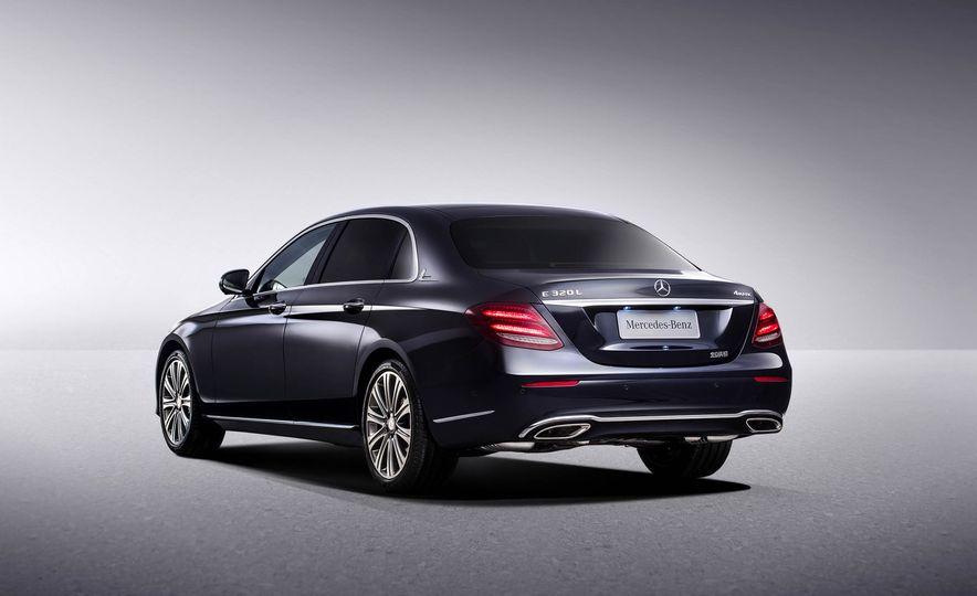 Mercedes-Benz E320L 4MATIC (Chinese spec) - Slide 6