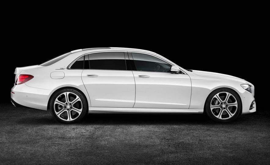 Mercedes-Benz E320L 4MATIC (Chinese spec) - Slide 8