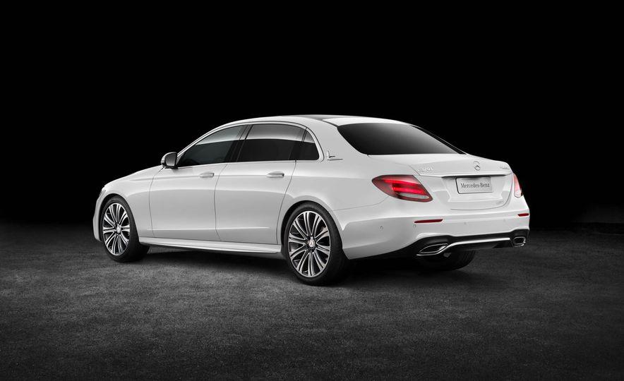 Mercedes-Benz E320L 4MATIC (Chinese spec) - Slide 9