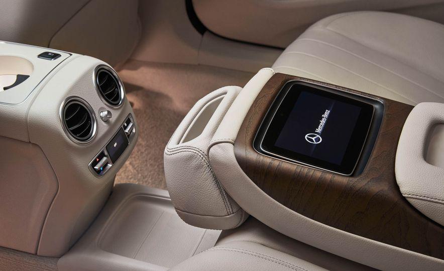 Mercedes-Benz E320L 4MATIC (Chinese spec) - Slide 13