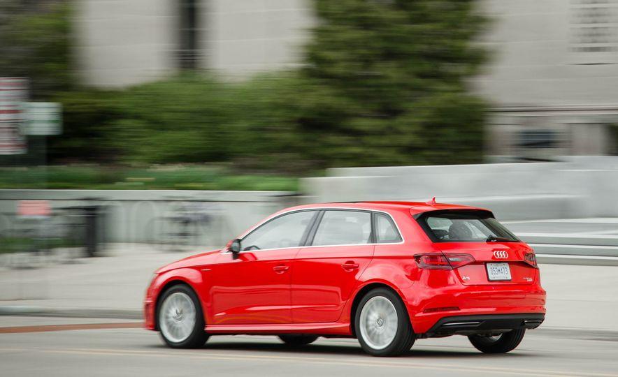 2016 Audi A3 e-tron Sportback - Slide 12