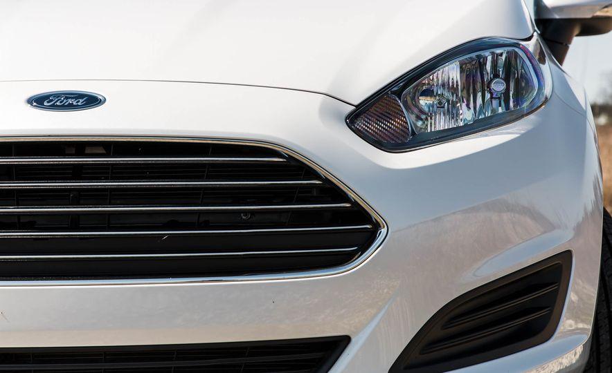 2016 Ford Fiesta SE - Slide 15