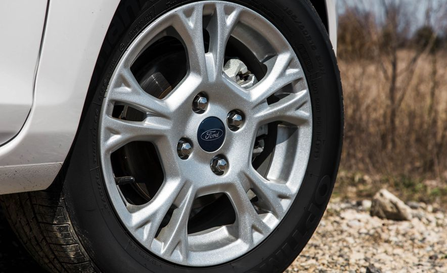 2016 Ford Fiesta SE - Slide 17