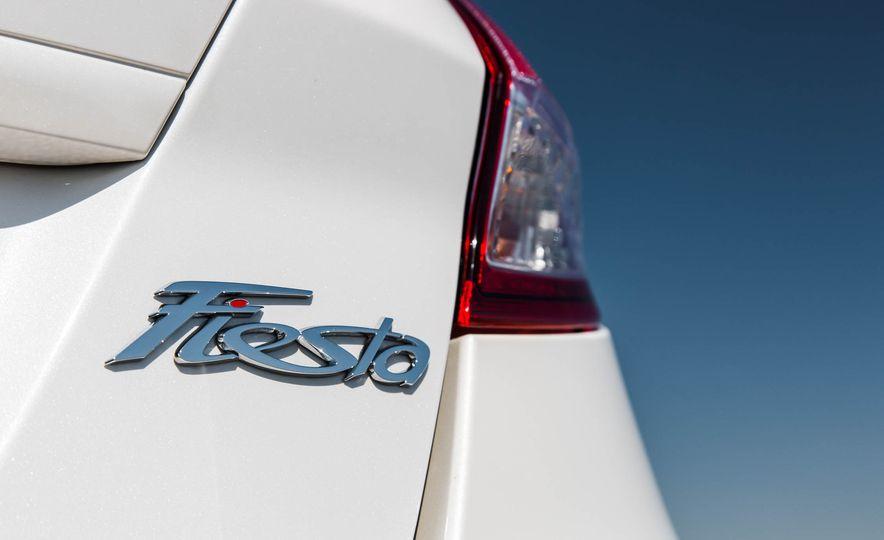 2016 Ford Fiesta SE - Slide 22