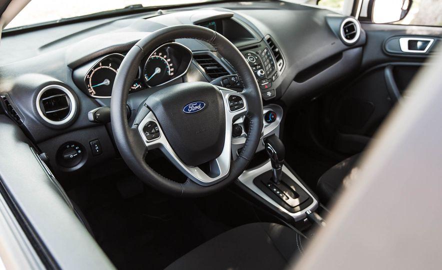 2016 Ford Fiesta SE - Slide 23