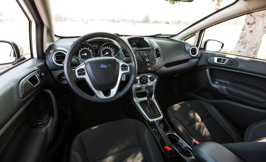 2016 Ford Fiesta SE - Slide 24