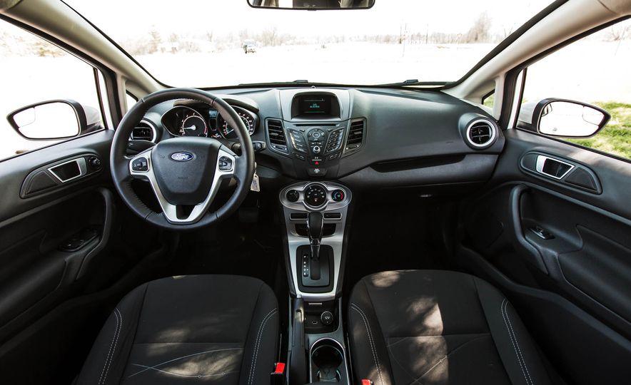 2016 Ford Fiesta SE - Slide 25
