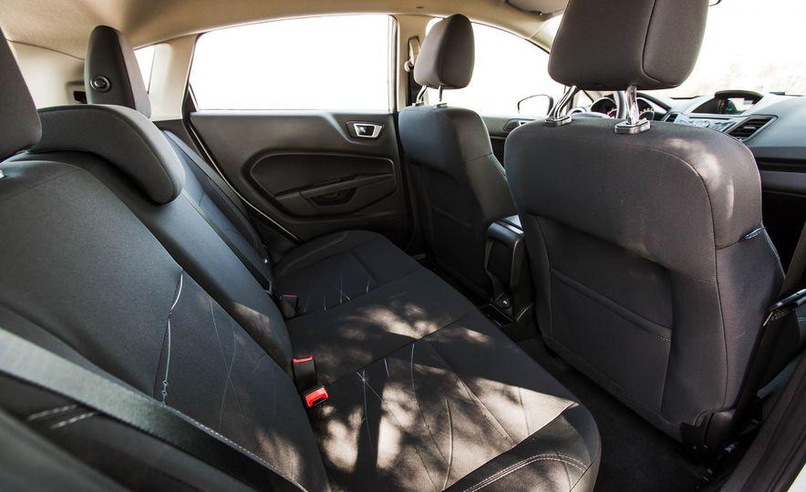 2016 Ford Fiesta SE - Slide 29