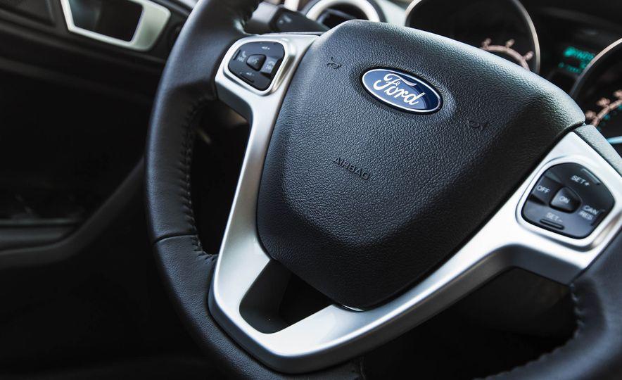 2016 Ford Fiesta SE - Slide 32