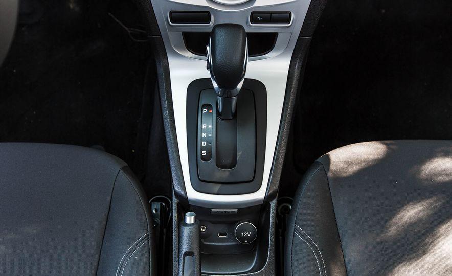 2016 Ford Fiesta SE - Slide 36