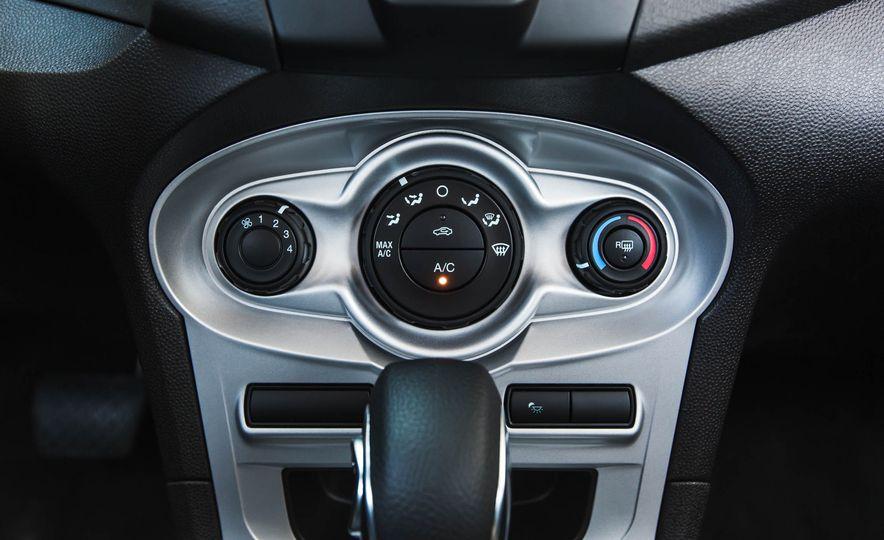 2016 Ford Fiesta SE - Slide 37