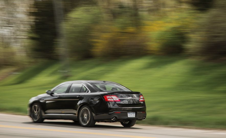 2016 Ford Taurus Limited - Slide 8