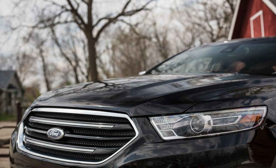 2016 Ford Taurus Limited - Slide 14