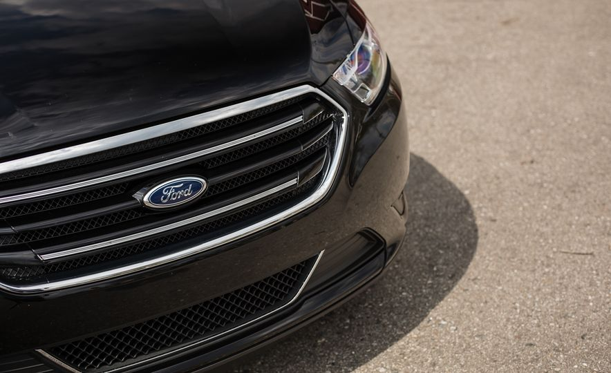 2016 Ford Taurus Limited - Slide 18