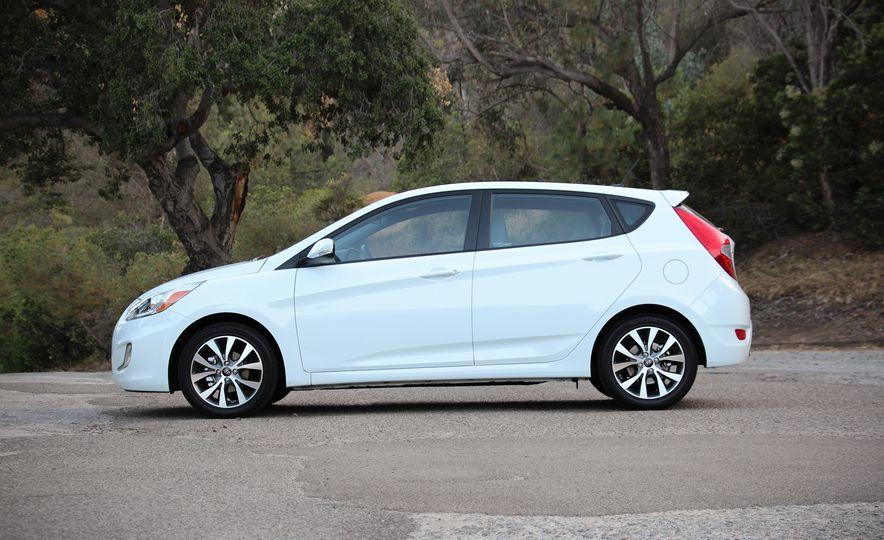 2016 Hyundai Accent Sport hatchback - Slide 1