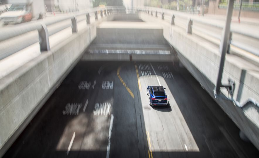 2016 Tesla Model X P90D - Slide 5
