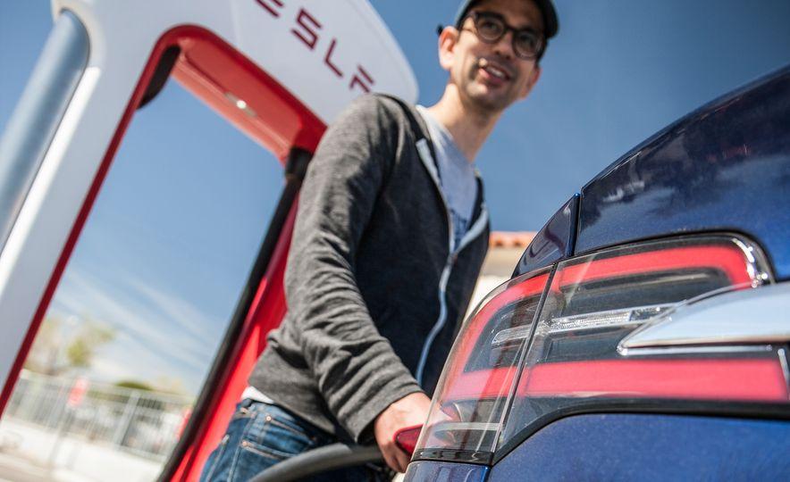 2016 Tesla Model X P90D - Slide 15