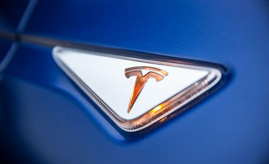 2016 Tesla Model X P90D - Slide 17