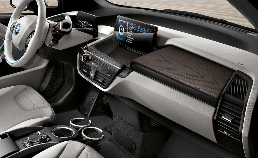 2017 BMW i3 - Slide 4
