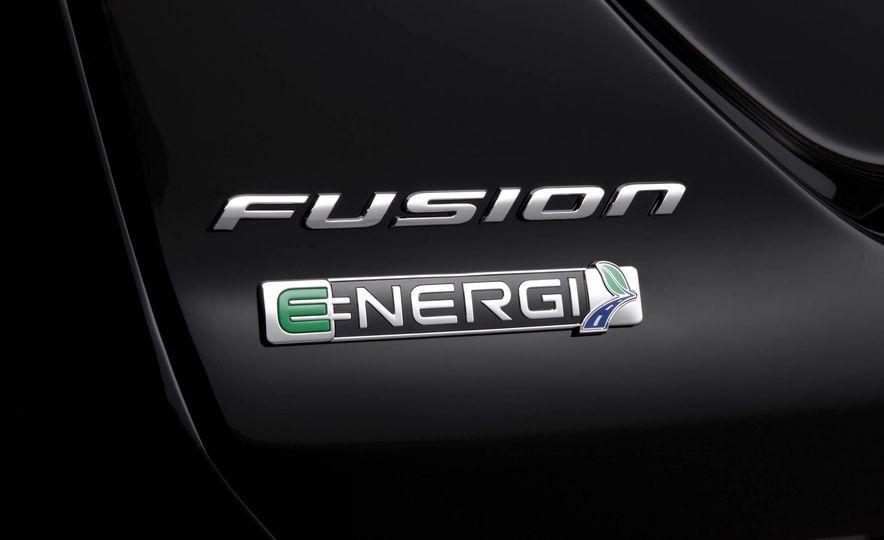 2017 Ford Fusion Energi plug-in hybrid - Slide 7