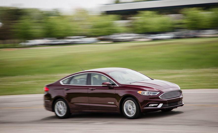 2017 Ford Fusion hybrid - Slide 3